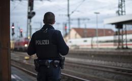 Ärger im ICE: Schwarzfahrer (21) versteckt sich in Zugtoilette