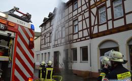 Feuerwehreinsatz! Brennende Hecke sorgt für rund 5.000 Euro Sachschaden