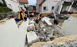 Feuerwehr übt für den Ernstfall: Gebäudeeinsturz mit Personenrettung