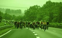 Befürworter der Fahrraddemo auf A7:  Soll der Autowahnsinn weiter gehen?