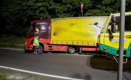 Missglücktes Einparkmanöver: Sattelzug droht an der A7 umzukippen