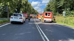 Tödlicher Crash auf der B 27: Pkw kollidiert mit Lkw - mehrere Verletzte