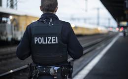 Mit Steinen beworfen und verprügelt: 30-Jähriger am Alten Bahnhof verletzt