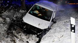 Verkehrsunfall bei Sterkelshausen: Fahrer muss verletzt ins Krankenhaus
