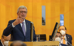 Ministerpräsident Volker Bouffier: Entscheidung der Kanzlerin verdient Respekt