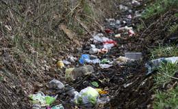 Umwelt-Sauerei: Plastik, Müll, Bierdosen und Schnaps landen in der Natur