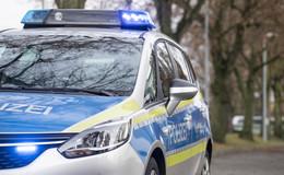 Kradfahrer (18) prallt auf Kreisstraße 44 in einer Rechtskurve gegen ein Auto