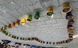 Aktion #FULDAblühtauf: Schnittlauch in bunten Tontöpfen