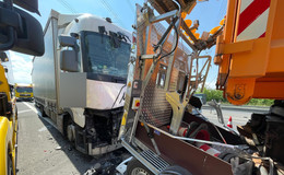 Schwerer Unfall auf der A 66: Laster prallt auf Fahrzeug der Autobahnmeisterei