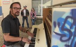 Pianist Dennis Korn präsentiert auf Spiel mich-Klavier sein zweites Album