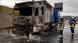 Zugmaschine ausgebrannt: Lösch- und Bergungsarbeiten auf der A 4