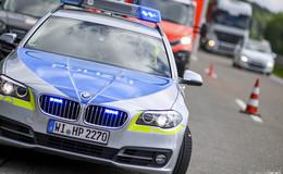 Seniorin von Pkw frontal erfasst: Polizei sucht Zeugen