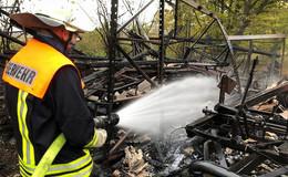 Brandstiftung? Die Polizei sucht Zeugen abgebrannter Feldscheune