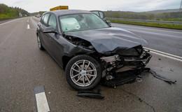 Auf der A66: Alleinunfall bei regennasser Fahrbahn - Fahrer (18) verletzt