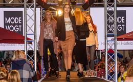 Eine anziehende Sache: Tolle Modenschau von Mode Vogt beim Weinfest