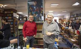 Zwischen Büchern, Platten und Kaffeegenuss: Comic-Schau in der Löherstraße