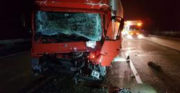 Schwerer Auffahrunfall beim Überholvorgang: Zwei Lkw-Fahrer schwer verletzt
