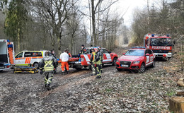 Feuerwehr rettet Jugendlichen aus unwegsamem Gelände