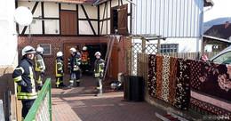 Feuerwehreinsatz in der Scheune: Schrank fängt Feuer