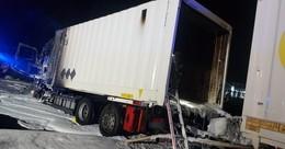 Glück im Unglück: Lkw gerät an Tankstelle in Brand - Fahrer rettet sich