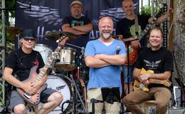 Nach dem Pieks aufs Rock-Konzert: Band Health AngLz heizt ordentlich ein