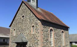 Dach und Fassade der Kirche in Ober-Moos werden saniert