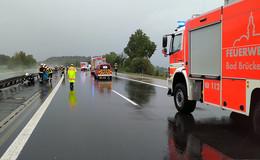 Kleintransporter kracht gegen Leitplanke - Verkehrsbehinderungen auf A7
