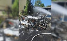 Feuerwehr löscht Wohnwagenbrand: Schaden von circa 10.000 Euro