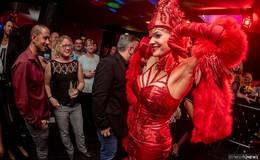 Ästhetik - Club & Lounge eröffnet: Burlesque- und Martiniglasshow begeistert