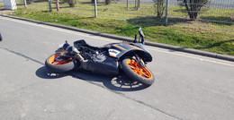 Seat-Fahrerin übersieht Motorrad: Zwei Verletzte nach schwerem Sturz