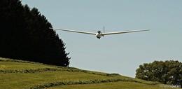 Drama in luftiger Höhe: Segelflieger bei Notlandung schwer beschädigt