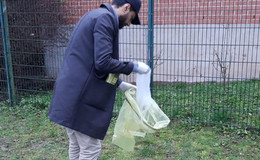 Aus Traditon: Ahmadiyya Muslim-Gemeinde räumt Spielplätze auf