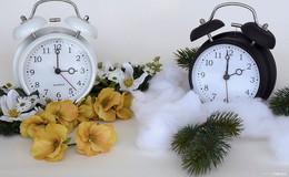 Eine Stunde mehr Schlaf: die Uhren drehen sich am Sonntag wieder