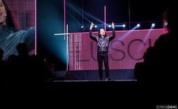 Headbanger mit schwarzer Mähne begeistert 3.000 Fans in Esperantohalle