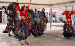 Großes Fest der Farben auf dem Aschenbergplatz