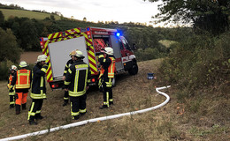 Ungewöhnlicher Einsatz für Feuerwehr: Holzstrommast brannte in Braunhausen