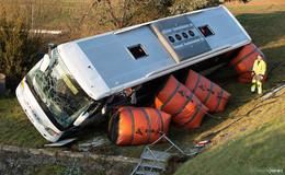 Busunglück: Landrat dankt Einsatzkräften - ADAC: Schulbusse sind sicher