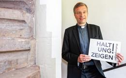 Aktion des Regierungspräsidiums Kassel: Bischof Gerber zeigt Haltung