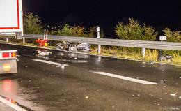 Motorrad kollidiert mit LKW: Zwei Schwerverletzte - Ursache unklar
