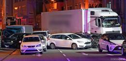 Polizei ermittelt: Syrer rast mit geklautem Lkw in Autos - Kein Terrorverdacht