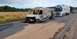 Service-Fahrzeug brennt aufgrund eines technischen Defekts aus