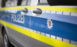 Zeugen gesucht: Ehepaar von aggressivem Unbekannten bedroht und bestohlen