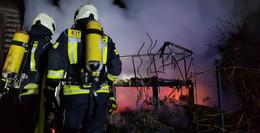 Gewächshaus steht in Brand: Einsatz für die Feuerwehr