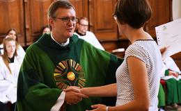 Gemeindereferentin Larissa Herr zum Beerdigungsdienst beauftragt