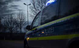 Crash auf der A4: Pkw prallt im Stauende in Lkw - Fahrer schwer verletzt