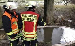 Öl auf Gewässer - Stundenlanger Feuerwehreinsatz in Elters