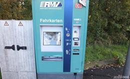 Fahrausweisautomat erheblich beschädigt