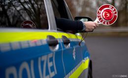 Polizei stoppt Betrunkenen: Er schließt sich im Auto ein und trinkt Kräuterlikör