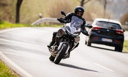 ADAC: Zu Saisonbeginn sollten Motorradfahrer besonders vorsichtig fahren