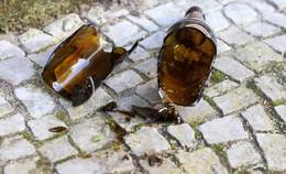 In Höhe des Heertorplatzes: Mann (19) mit Bierflaschen beworfen
